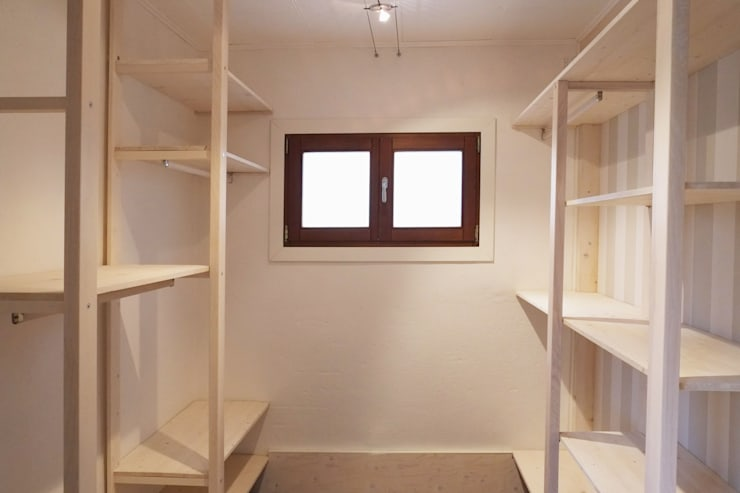 Closets de estilo  por Contesini Studio & Bottega