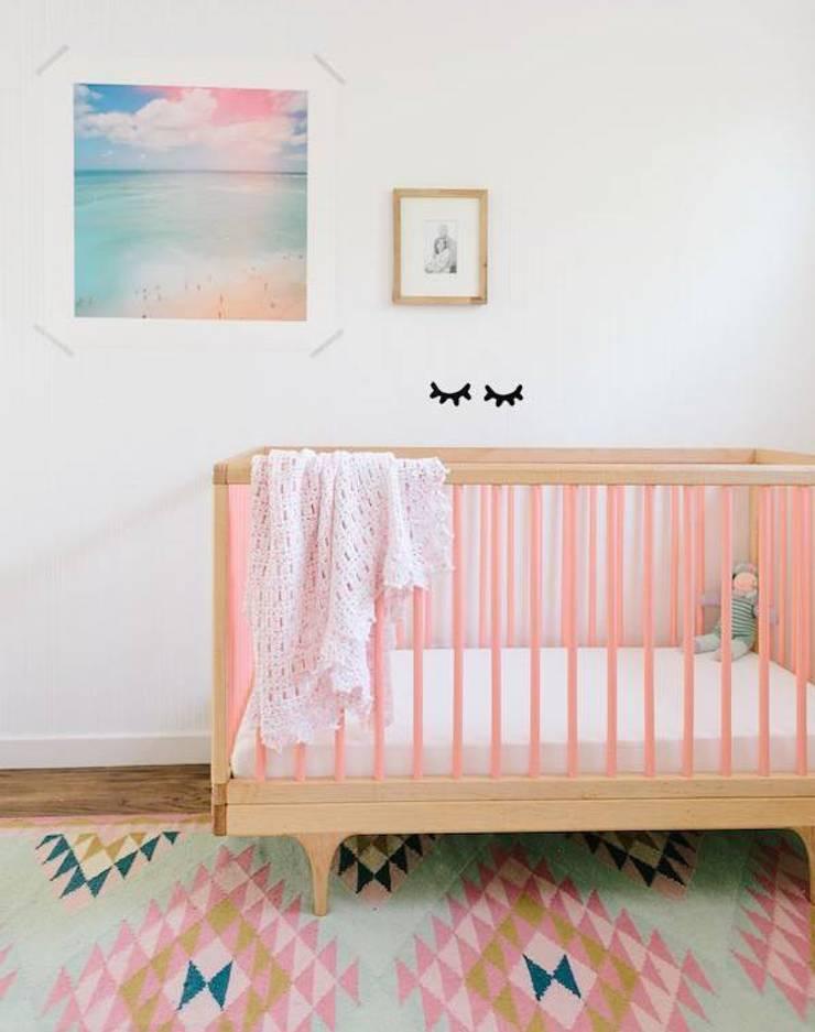 Imagem retirada do Pinterest, tendo sido adicionados os Sleepy Eyes posteriormente no Photoshop.: Quarto de crianças  por MAMY