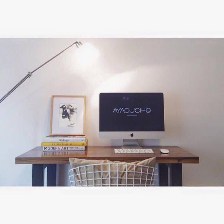 Muebles ambientados Estudios y oficinas modernos de Ayacucho estudio Moderno