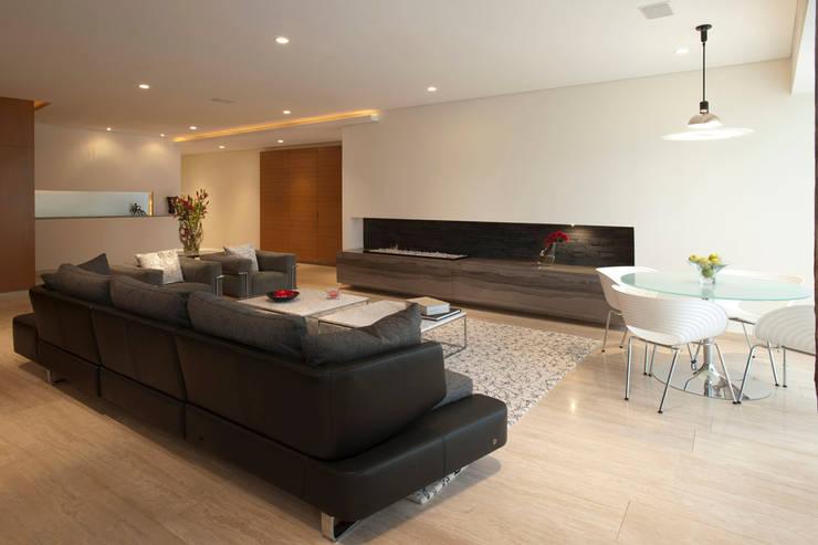 Armoni : Salas de estilo  por ARCO Arquitectura Contemporánea