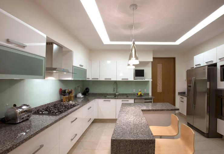 Armoni : Cocinas de estilo  por ARCO Arquitectura Contemporánea