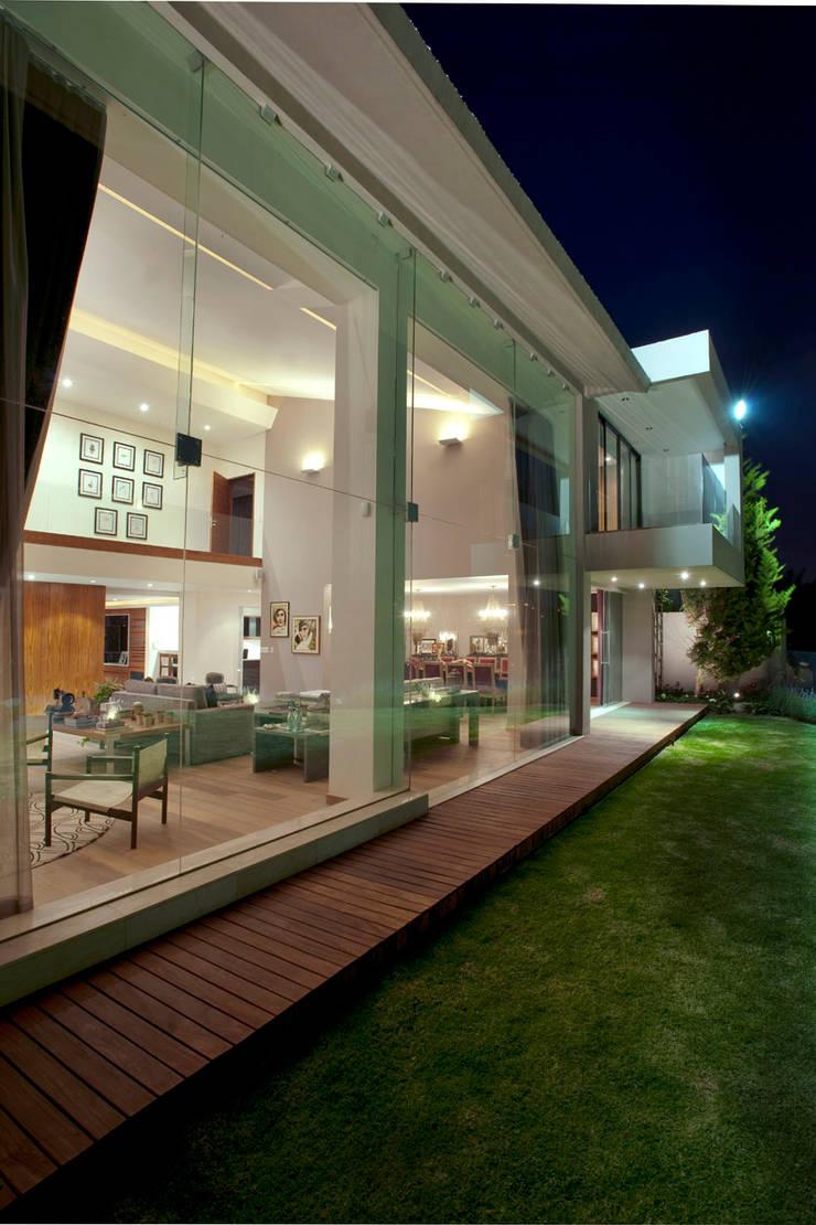 Casa LC: Jardines de estilo  por ARCO Arquitectura Contemporánea