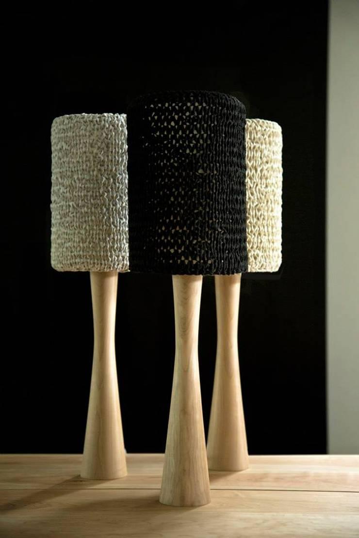 Lámparas: Livings de estilo  por yucca.objetos