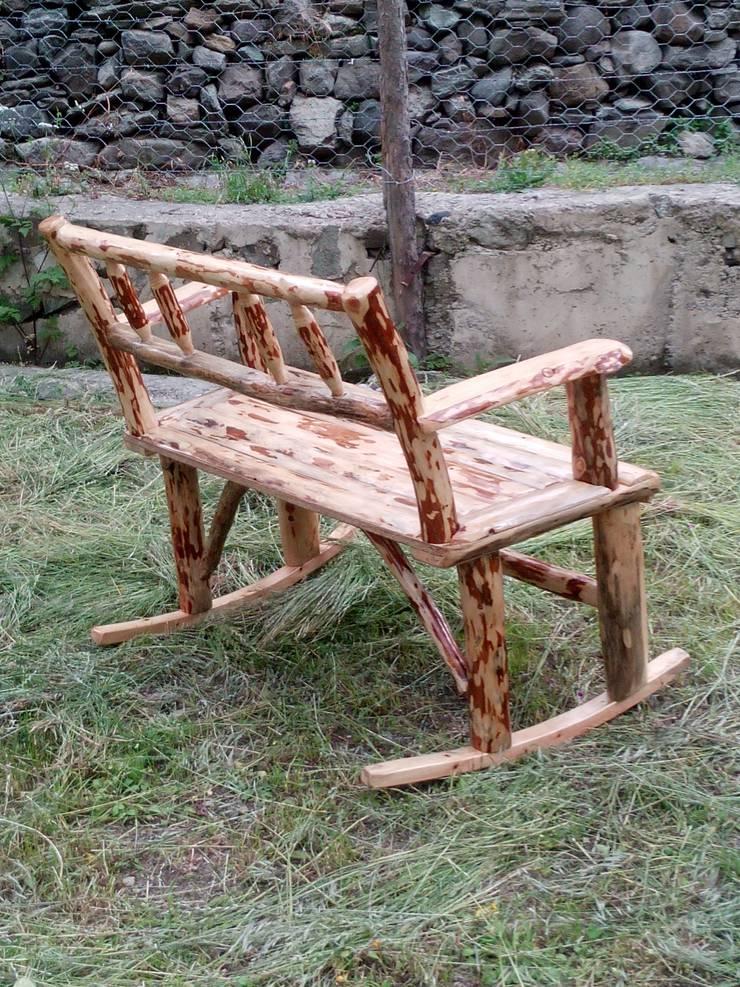 Coşkun Ahşap Dekorasyon – sallanan bank (rocking bench):  tarz Bahçe