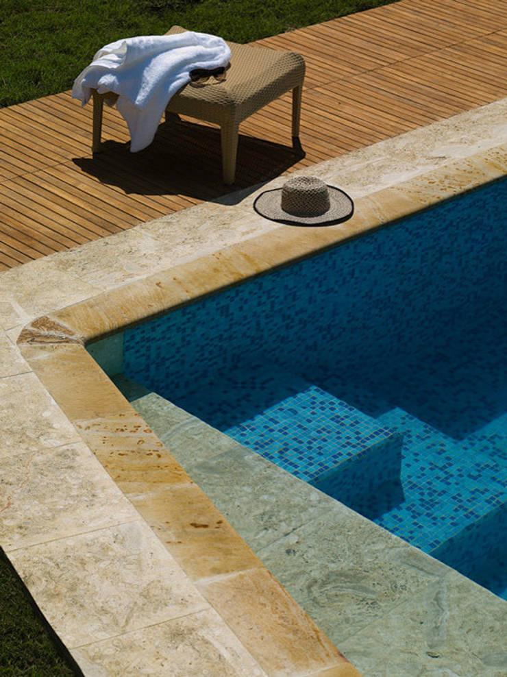 CASA BARBATUSCOS: Piscinas de estilo moderno por Terra Arquitectura