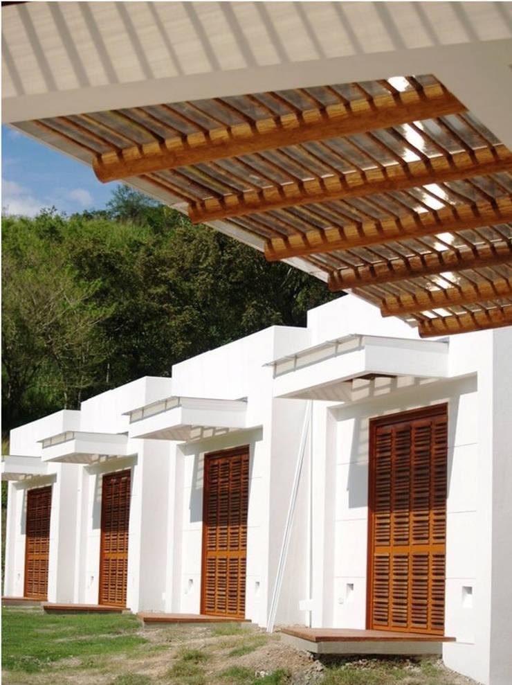 CASA BARBATUSCOS: Terrazas de estilo  por Terra Arquitectura