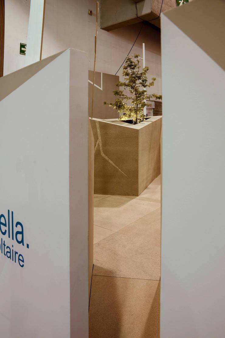 Pabellon Tendencias Elemento Tierra : Salas de estilo  por ARCO Arquitectura Contemporánea