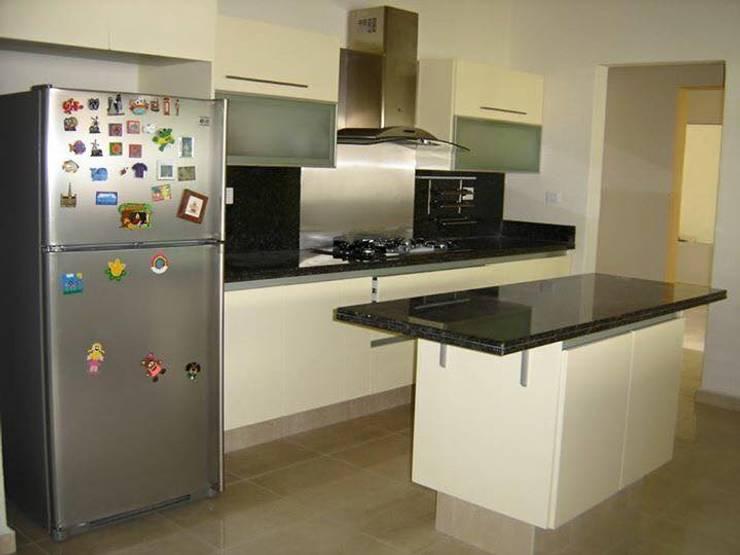 Cocina integrada: Cocinas de estilo moderno por Diseños & cocinas integrales -  Divicocinas