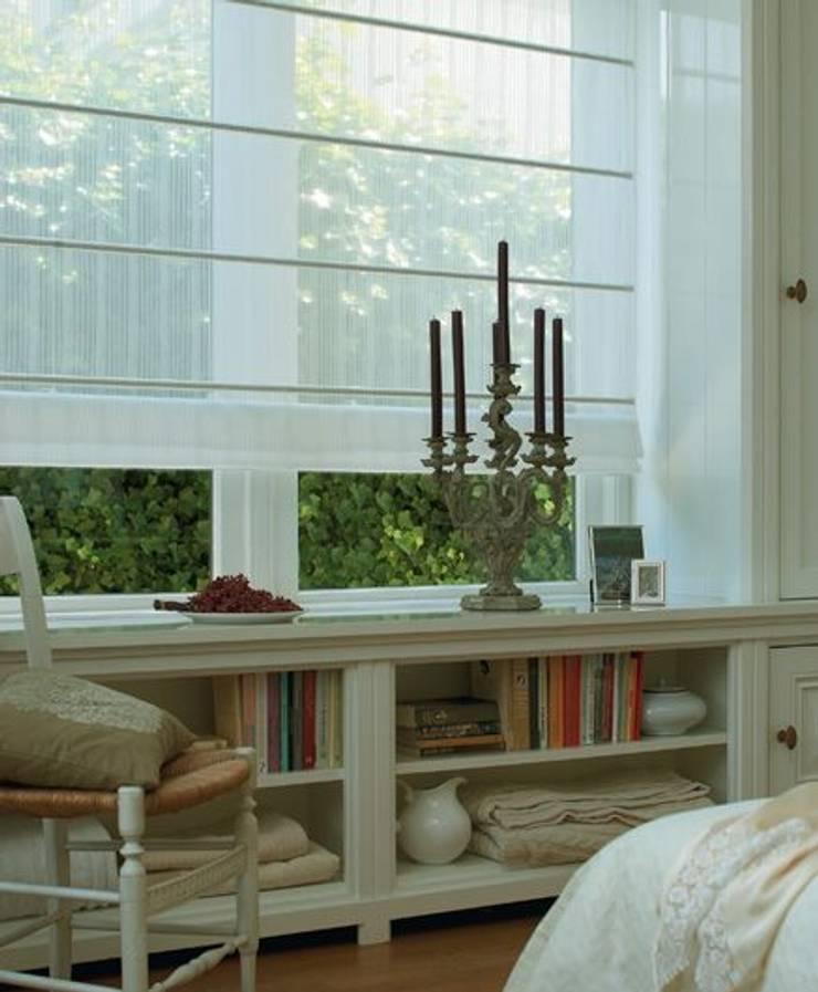 Grupo Zanella: Puertas y ventanas de estilo moderno por Grupo Zanella