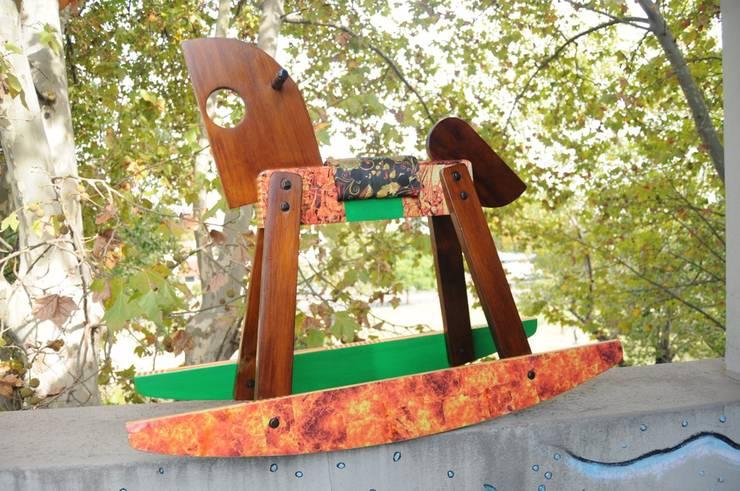 MUEBLES RECICLADOS: Livings de estilo  por CosaRara Muebles Reciclados