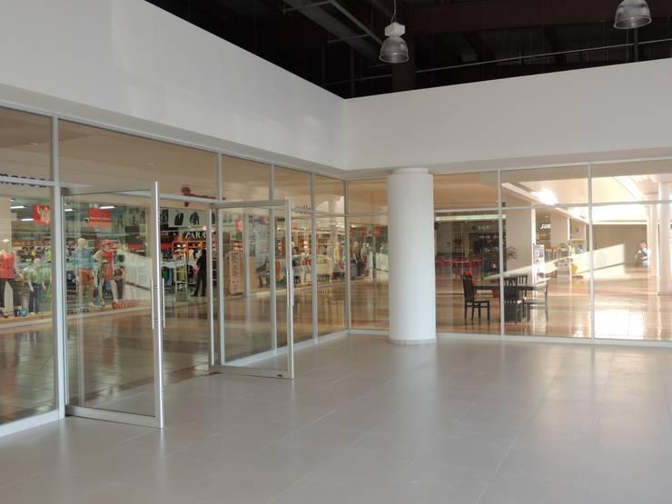 Ford Gimsa Atlacomulco: Oficinas y tiendas de estilo  por L+arq Architecture Design Studio