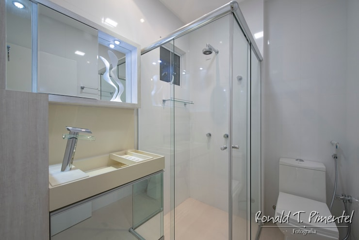 Projeto La Lumiere - Athos Peruzzolo: Banheiros  por Ronald T. Pimentel Fotografia
