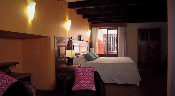 Hotel Mansión Del Valle, San Cristóbal de las Casas, Chiapas, México 2015:  de estilo colonial por Nua Colección, Colonial Textil Ámbar/Dorado