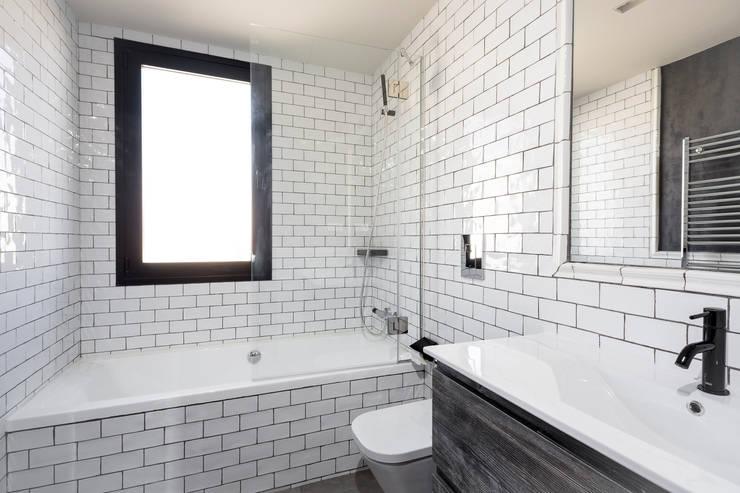 Salle de bains de style  par Cuarto Interior