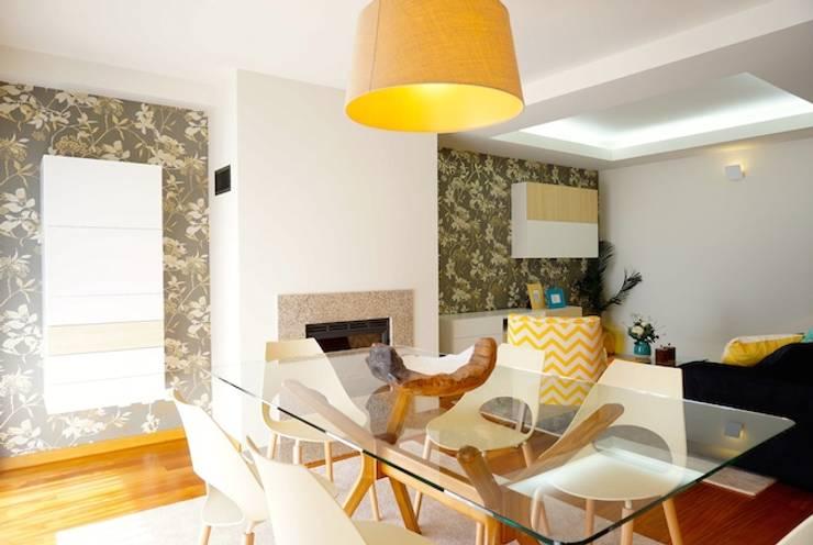 Apartamento V.N. de Gaia: Salas de jantar  por Kohde