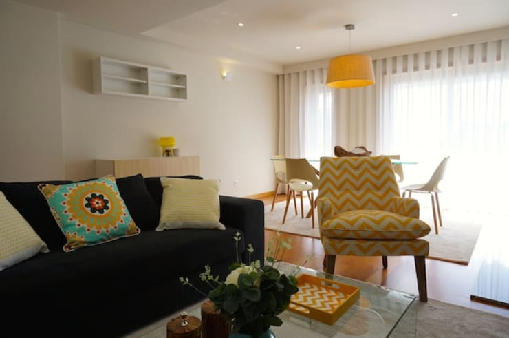 Apartamento V.N. de Gaia: Salas de estar  por Kohde
