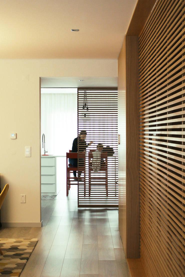 CV Interiors - cozinha: Corredores e halls de entrada  por Artspazios, arquitectos e designers