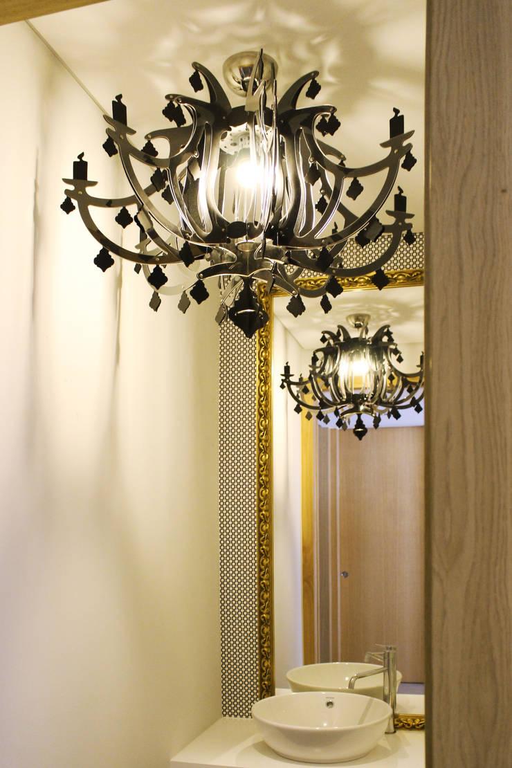 CV Interiors - instalação sanitária: Casa de banho  por Artspazios, arquitectos e designers