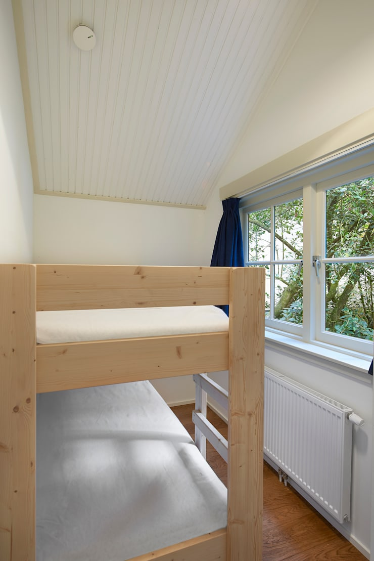 kinderkamer:  Slaapkamer door Architectenbureau Vroom