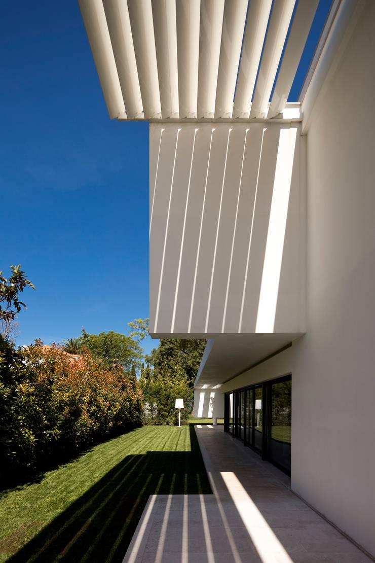 RIVER HOUSES:   por  AACG - Atelier de Arquitectura Carlos Gonçalves