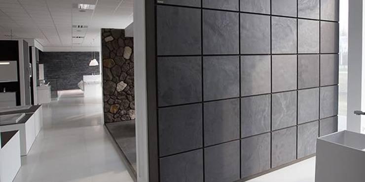 W pełni elastyczny, naturalny i lekki kamień na podkładzie z bawełny!: styl , w kategorii Salon zaprojektowany przez Slate Lite