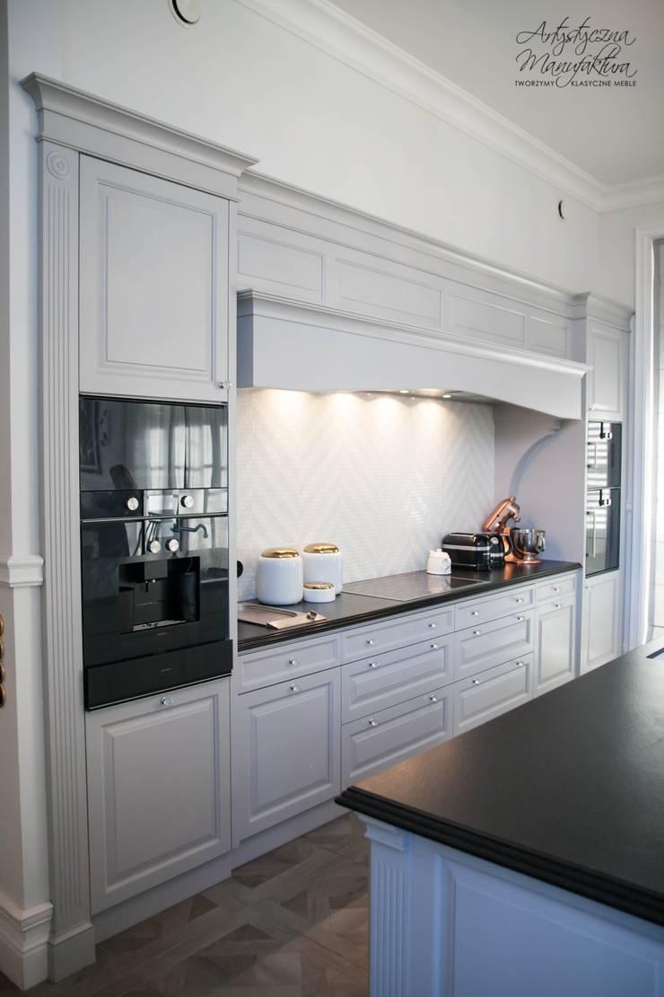 zabudowa podwójnego odciągu: styl , w kategorii Kuchnia zaprojektowany przez ARTYSTYCZNA MANUFAKTURA MEBLE,Klasyczny