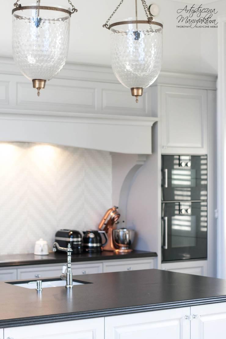 słupek AGD: styl , w kategorii Kuchnia zaprojektowany przez ARTYSTYCZNA MANUFAKTURA MEBLE,Klasyczny Drewno O efekcie drewna