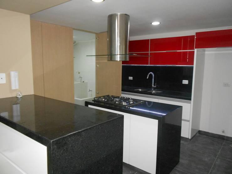 REMODELACION APTO 101 CR TORRES DEL PRADO : Cocinas de estilo  por ARQUITECTONI-K Diseño + Construcción SAS