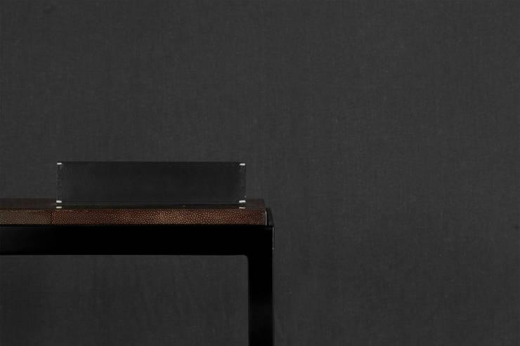 Nueva Consola MILANGA marca Eugenio Aguirre: Hogar de estilo  por Eugenio Aguirre ,