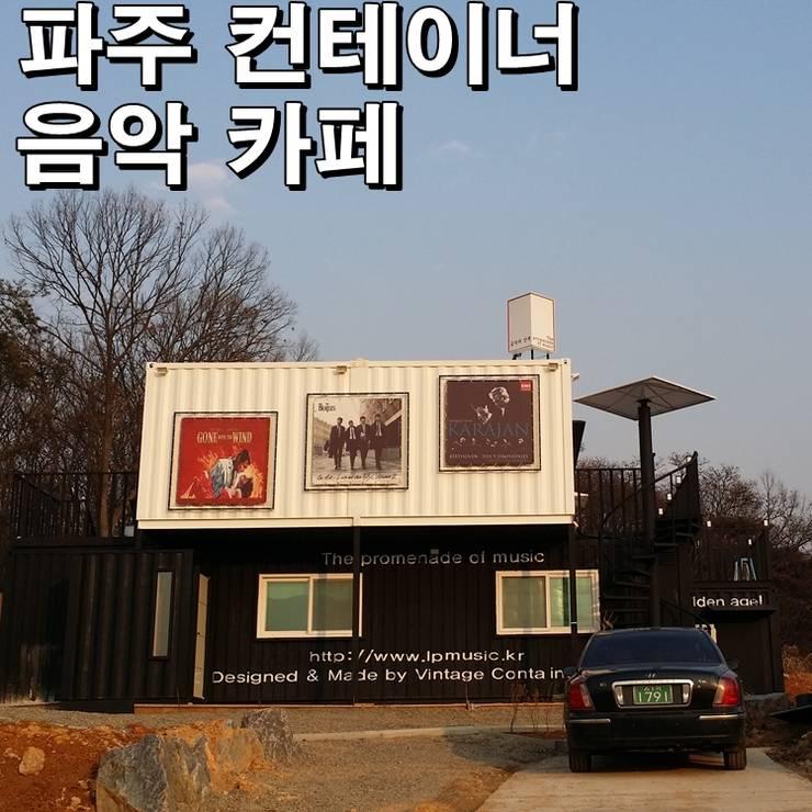 은퇴부부를 위해 지은 2층 컨테이너 카페주택: 신짱 칼라하우스의  주택,모던