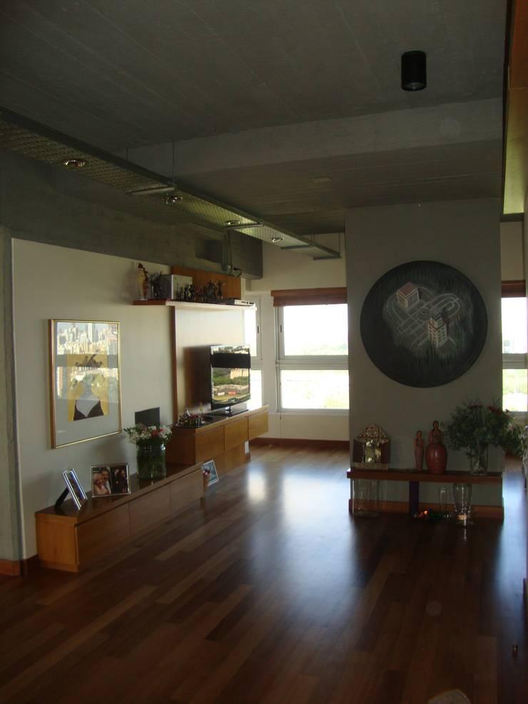 Acceso Integrado Pasillos, vestíbulos y escaleras modernos de Hargain Oneto Arquitectas Moderno Hormigón