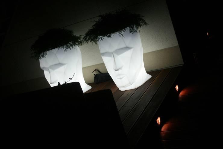 donice podswietlane VONDOM: styl , w kategorii Taras zaprojektowany przez Ogrodowa Sceneria,Nowoczesny