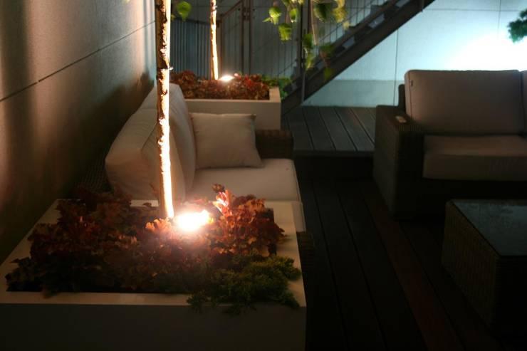 oswietlenie dekoracyjne: styl , w kategorii Taras zaprojektowany przez Ogrodowa Sceneria,Nowoczesny