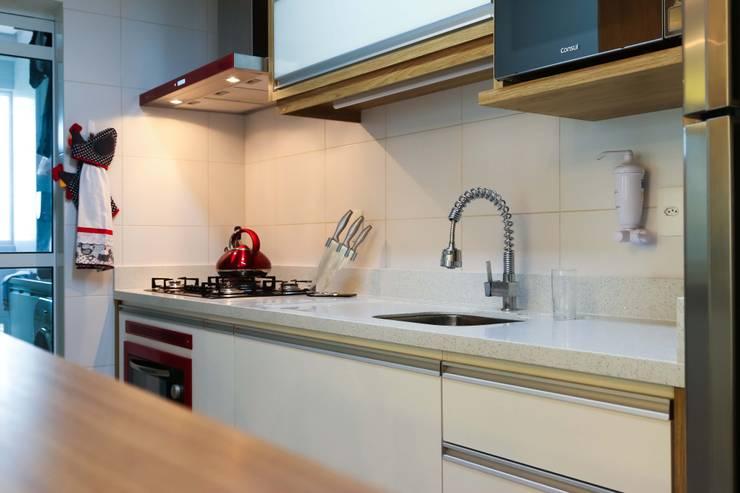 Apartamento do Jovem Casal: Cozinhas modernas por Mendonça Pinheiro Interiores