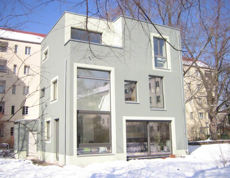 Einfamilienhaus in Alt-Treptow:  Häuser von Anne Raupach Architektur