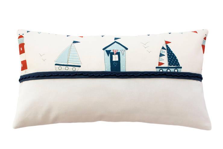 Lighthouse Pillow: Quarto de crianças  por Magic Nest