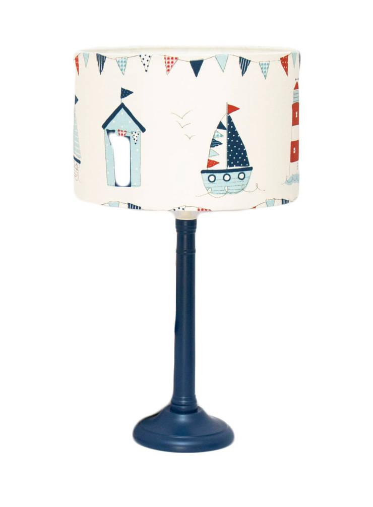 Lighthouse Lamp: Quarto de crianças  por Magic Nest