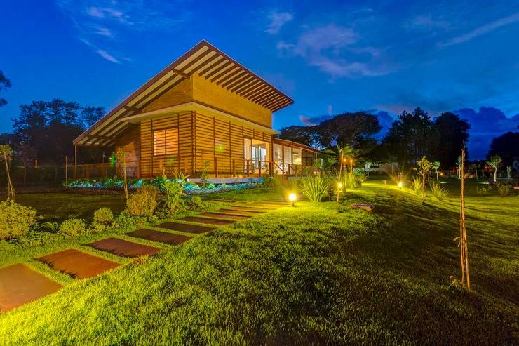 Residência P.D: Casas rústicas por Zani.arquitetura