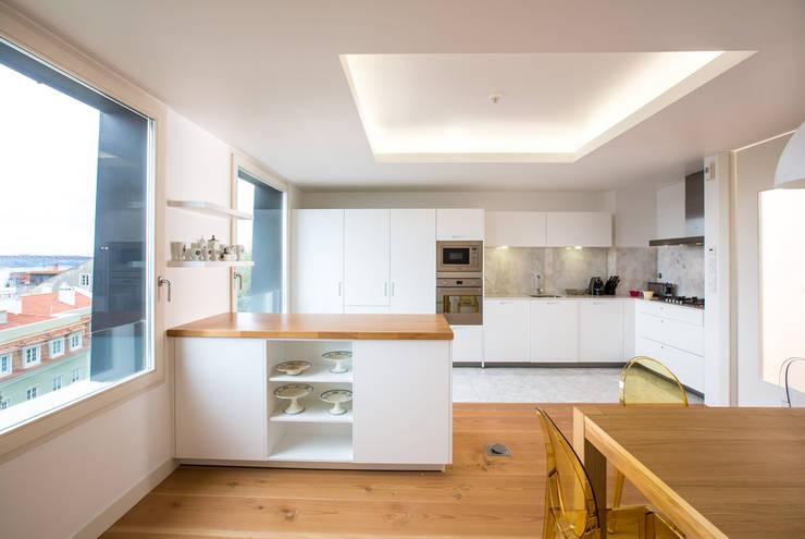 Uma cozinha com vista: Cozinhas  por Architect Your Home