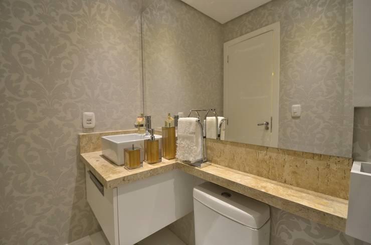 Baños de estilo  por Graça Brenner Arquitetura e Interiores