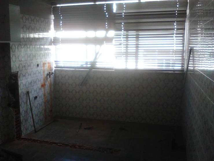 Remodelação de cozinha:   por Officina de Interiores