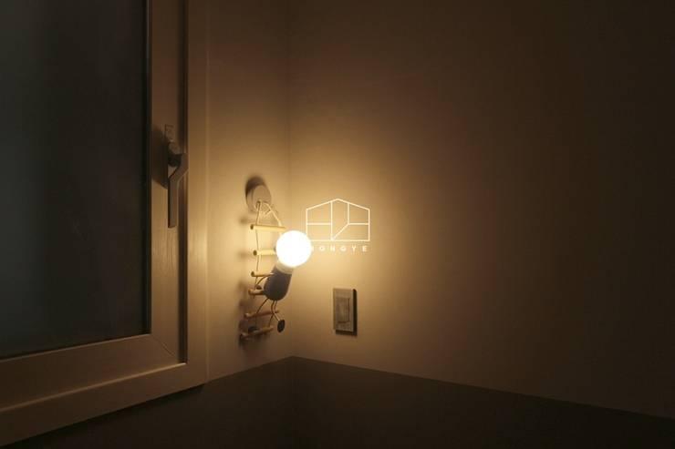 Nursery/kid's room by 홍예디자인, Scandinavian