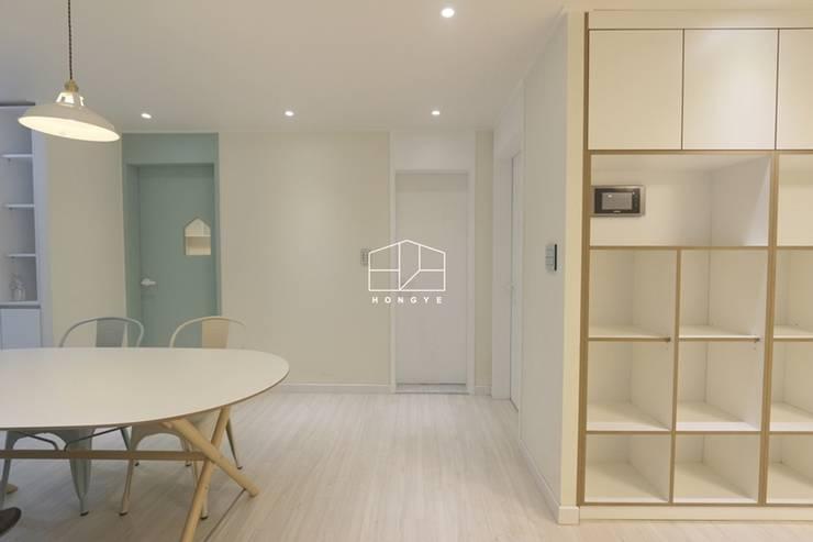 내추럴한 분위기의 34py 아파트 인테리어 : 홍예디자인의  다이닝 룸