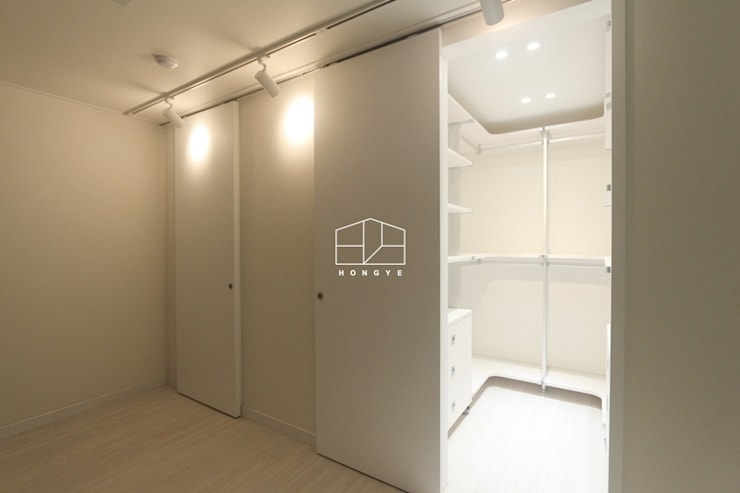 scandinavian Dressing room by 홍예디자인