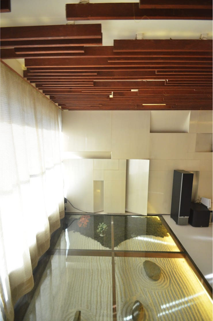 Zen Garden , glass floor:  Living room by The White Room