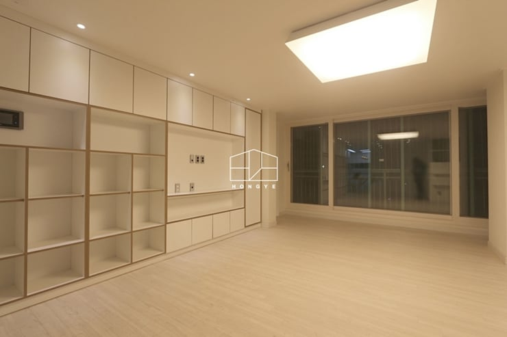 내추럴한 분위기의 34py 아파트 인테리어 : 홍예디자인의  거실