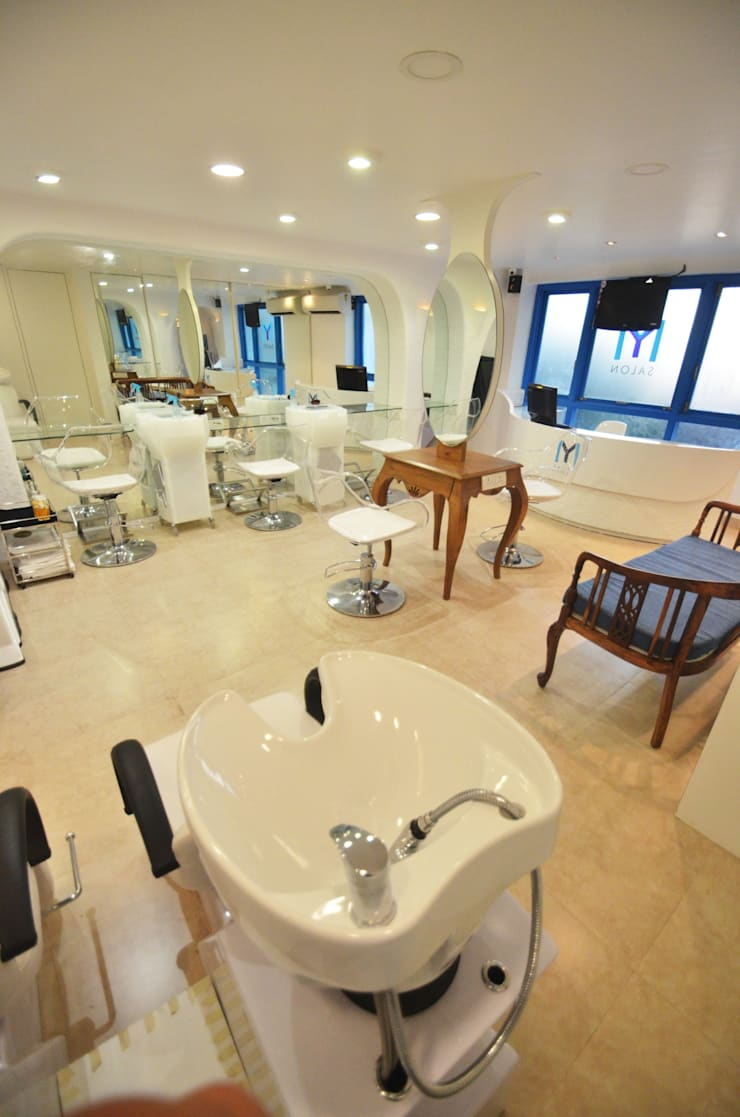 Salon Floor: modern Spa by The White Room