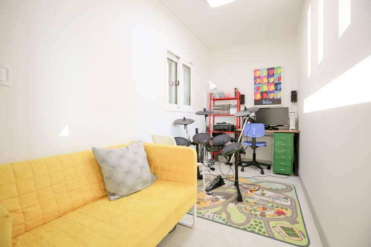 두 아이 아빠의 아파트 탈출기 : 한글주택(주)의  방