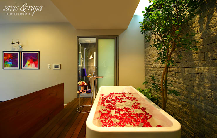 Skylit Bedroom Spa with Garden:  Spa by Savio and Rupa Interior Concepts