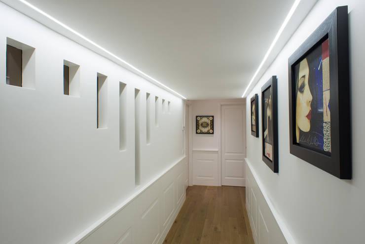 Corridor & hallway by ZETAE Studio